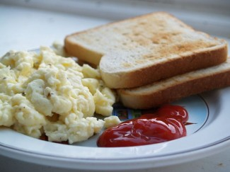 Eggs scrambled with cream are super-delicious. Photo by Bot Multichill T