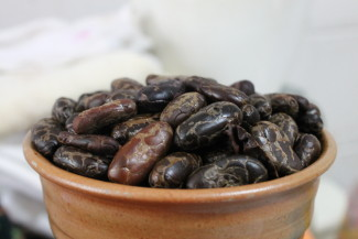 Raw cocoa is the healthiest way to consume chocolate. Photo by ElmerGuevara