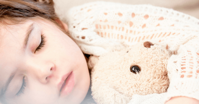 5 Essential Oils to Help Your Kids Sleep Like a Rock